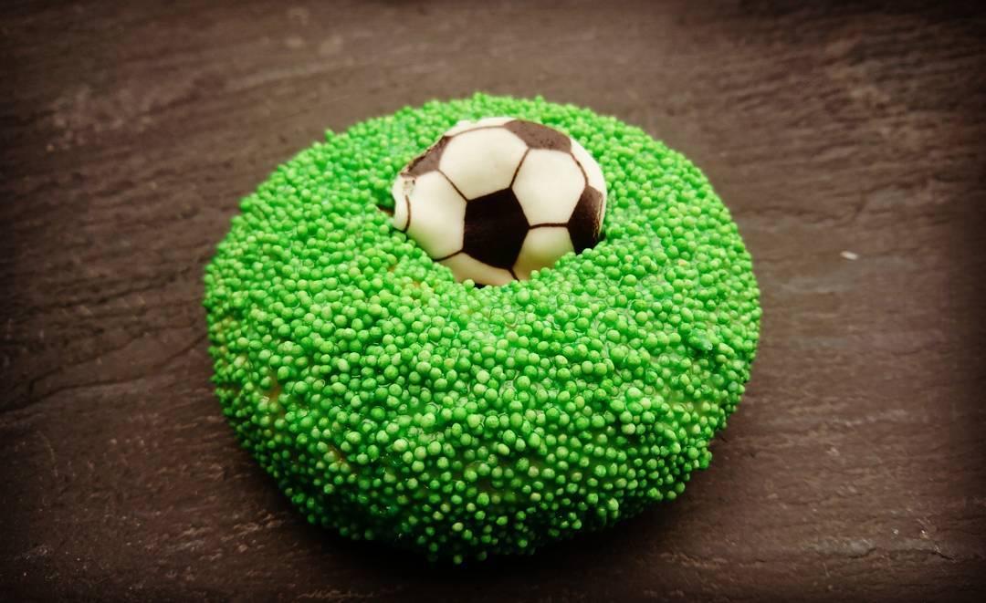 Dieser Moment, wenn du vor lauter #Fussball den #Donut nicht erkennst. #Fussballdonut